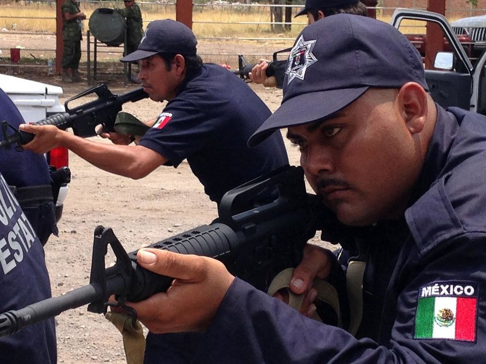 the-vigilantes-who-fight-mexico-drug-cartels-in-mexico-are-now-actual-cops-article-body-image-1400267271.jpg