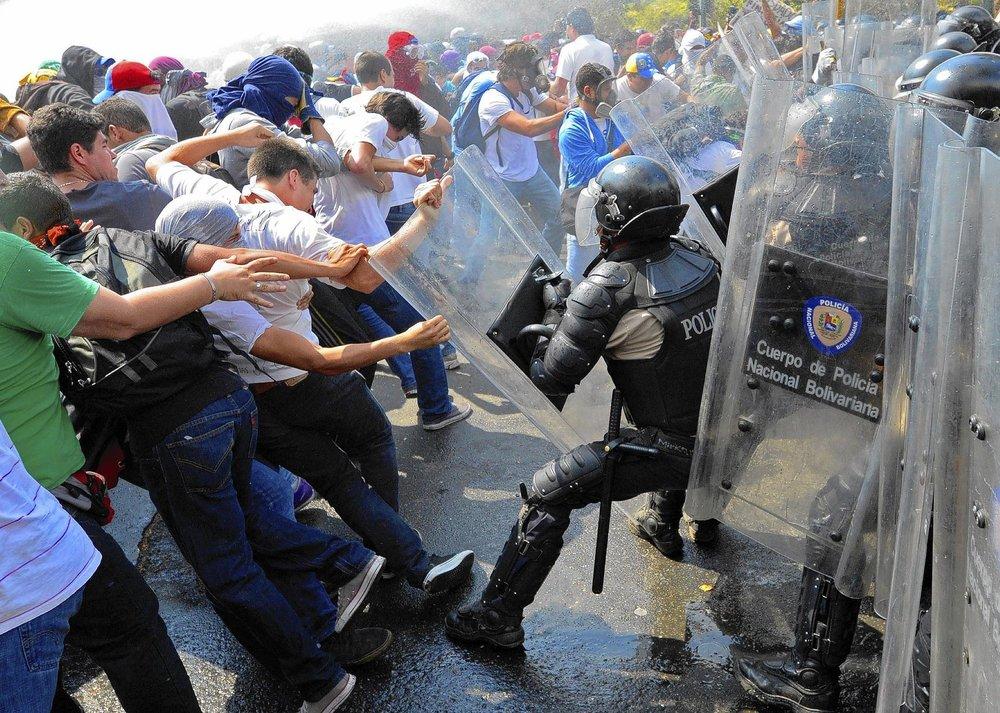 la-afp-getty-venezuela-politics-opposition-protest-20140312.jpg