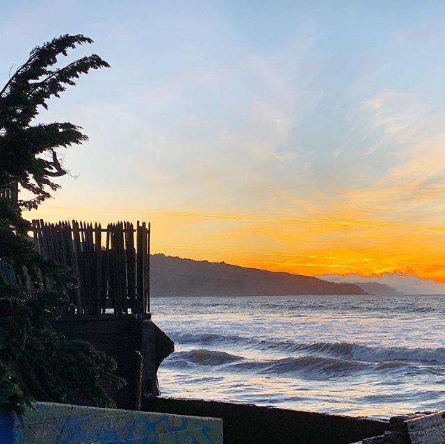 Sunrise waves 🌅🌊