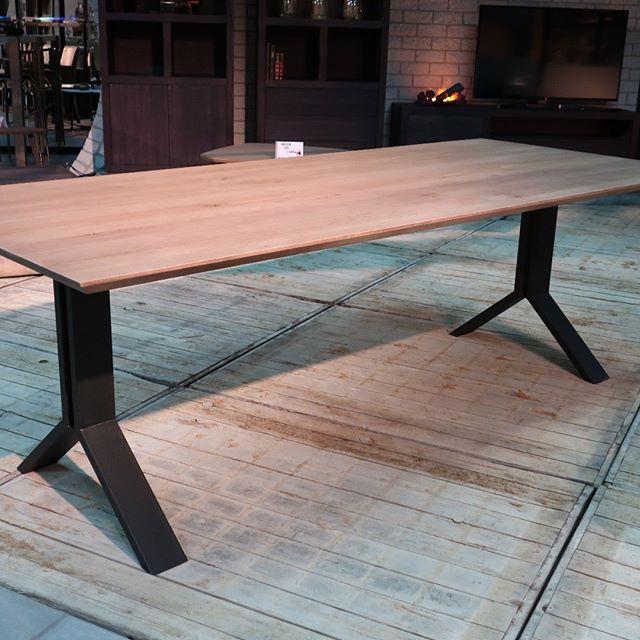 Stel zelf je ideale tafel samen.  In 7 stappen creëer je de ideale tafel. Maak een keuze uit: - Bladvorm; Daan-Luuk-Rens-Joep-Joost-Koen - Bladmaat; lengte tot 260 cm - Blad zijkant afwerking; strak of verjongd - Blad bovenkant afwerking; glad-geborsteld-geschraapt - Blad; open noesten of gestopt - Onderstel; vele mogelijkheden - Kleur; alle CBM en VDD kleuren #vanderdriftmeubelen #eikentafels #snellelevertijden #nederlandsproduct #allekleuren #maatwerk#industriëletafels #stoeretafels #massiefeiken #maatwerk #nederlandsproduct #madeinholland #maatwerk #stoerwonen Ook voor maatwerk project meubels #horeca #hotel #kantoor kun je terecht bij #vanderdriftmeubelen
