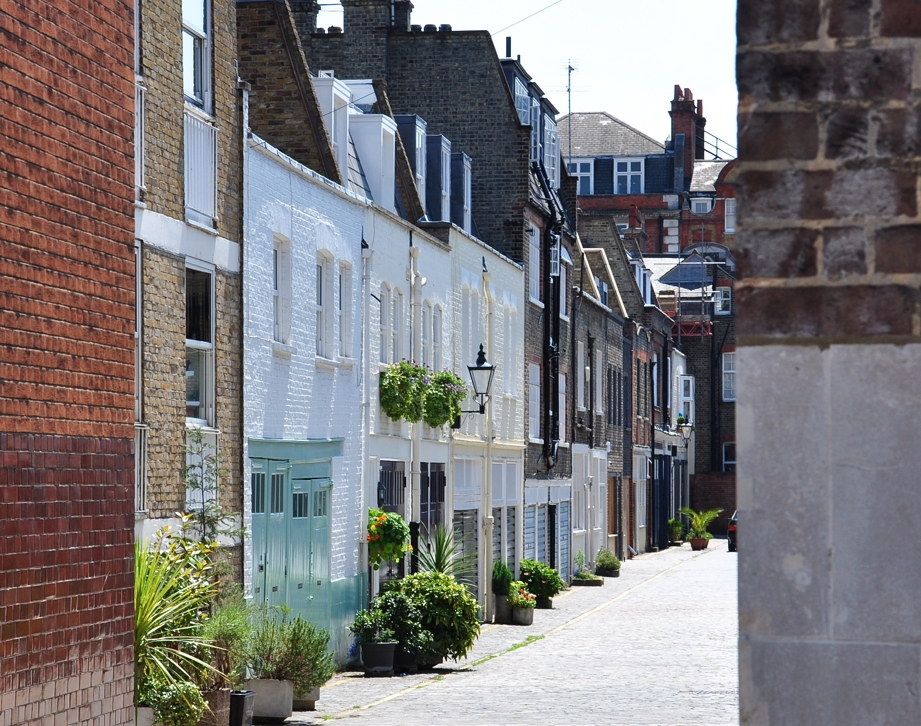 Today:Wimpole Mews - Homes for wealthy Londoners