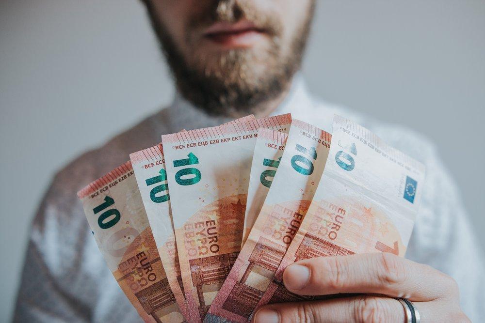 banknotes-beard-bills-1353005.jpg