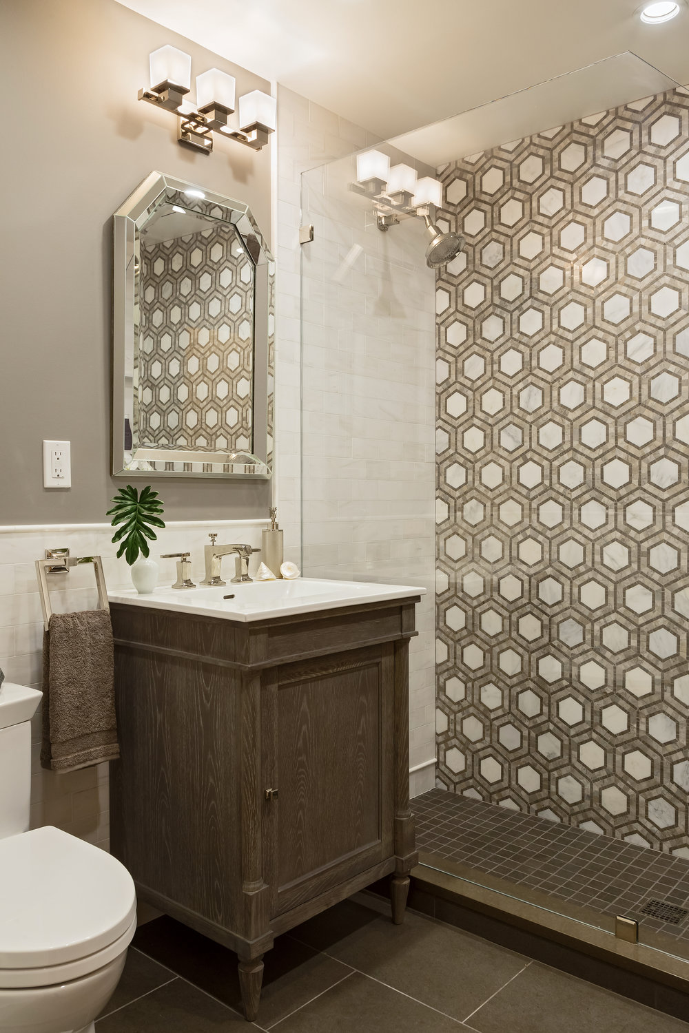 Small bathroom with geometrically designed tiled wall