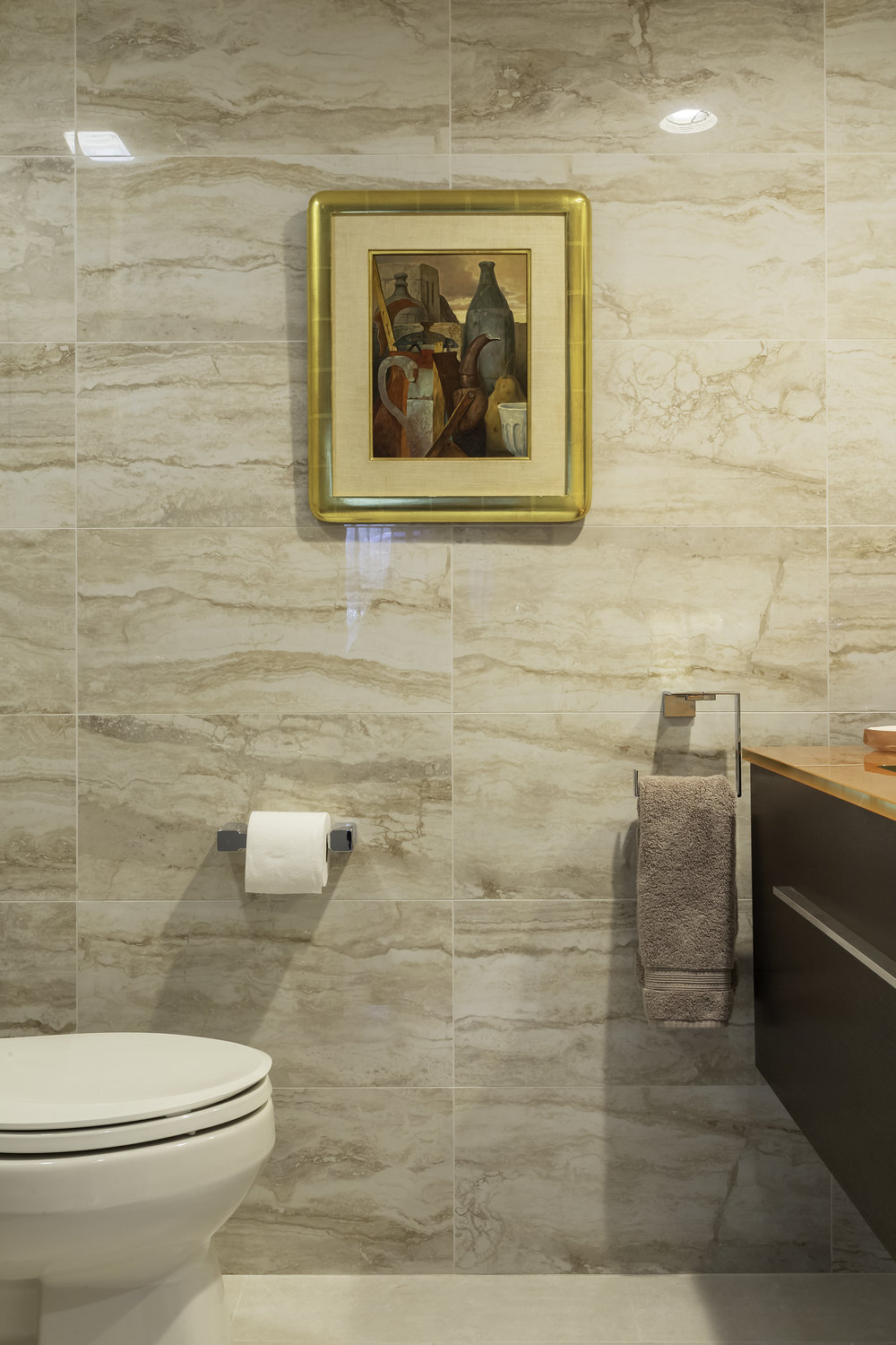 Classic style bathroom with broad tiled walls