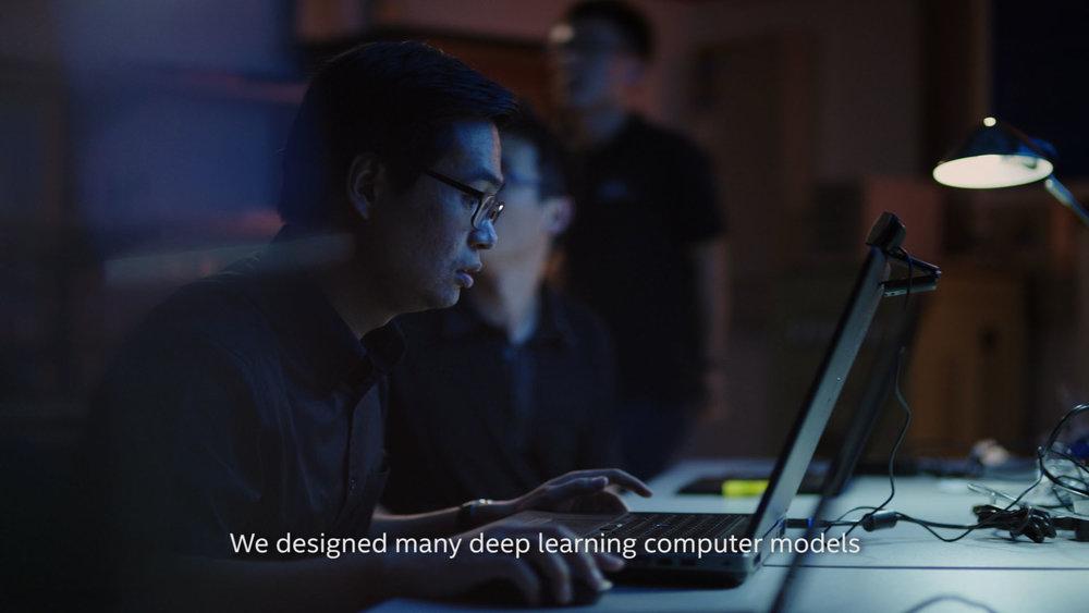 10-LEE-COMPUTER-SIT.jpg