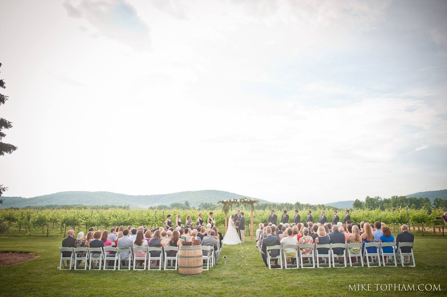 outdoor ceremony at Keswick Vineyards