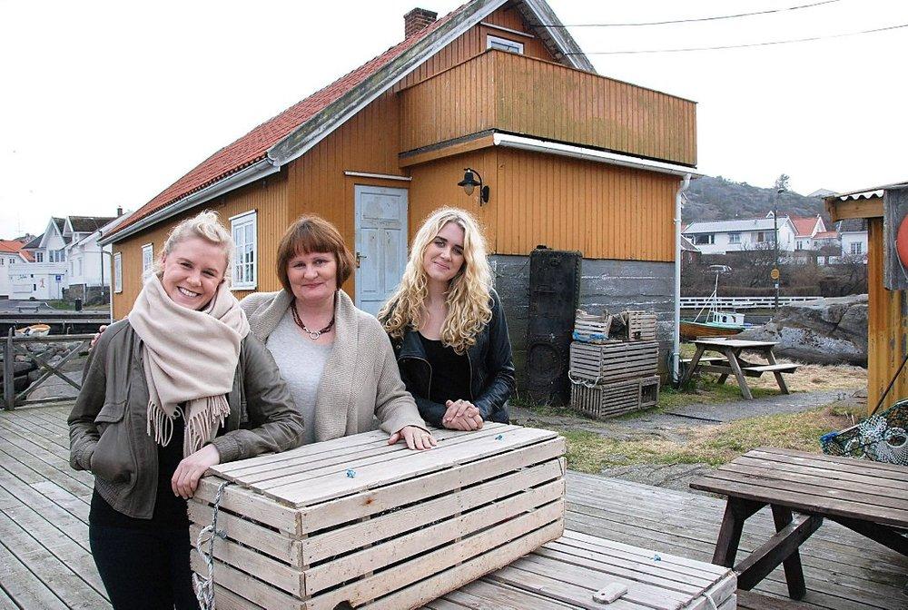 Beate Jacobsen, eier av Rekefabrikken med sine døtre Jenny og Nora. Rekefabrikken har vært i familiens eie siden Beate's bestefar Ragnvald Jacobsen bygde den på tredvetallet. foto: ØP