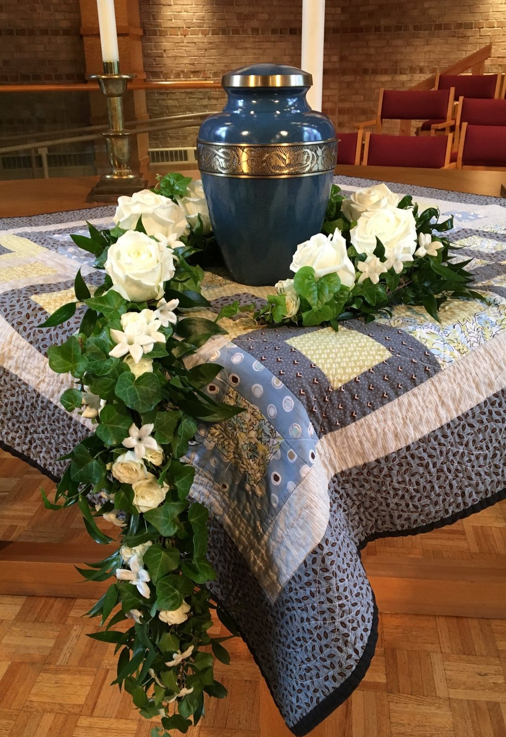 Garland around an urn