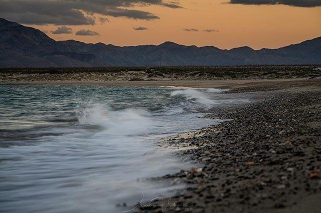 Oɴʟʏ ᴡᴏʀʀʏ ɪɴ ᴛʜᴇ ᴡᴏʀʟᴅ ɪs ᴛʜᴇ ᴛɪᴅᴇ ɢᴏɴɴᴀ ʀᴇᴀᴄʜ ᴍʏ ᴄʜᴀɪʀ. —Zᴀᴄ Bʀᴏᴡɴ Bᴀɴᴅ . . . #beachcamping #wavescrashing #beachsunset #shootslik #sonyalpha #alphacollective #sonyimages #baja #bajacalifornia #alfonsinas #gonzagabay #beautifulbaja #lifeofadventure #adventurethroughpixels #overland #overlandjournal #expeditionportal #natgeotravel #earthofficial #borntoroam #sunsetphotography #beachwaves #beachvibes #longexposure #noreservations #noagenda #nobullshit