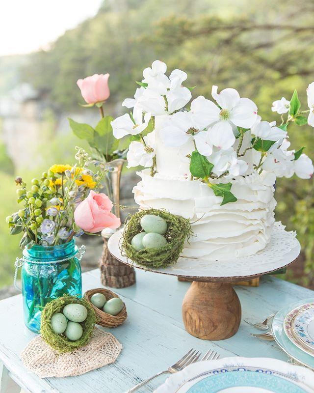 Happy Saturday!  #kristinhurleyphotography #morgantownweddingphotographer #wvweddingphotographer #weddingcake #springwedding #paweddingphotographer #mdweddingphotographer