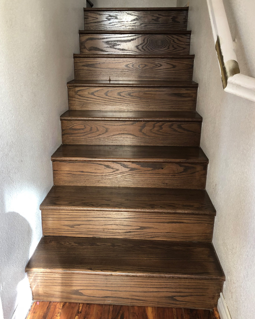 what paint to use on stairs, how do you paint wooden steps, how to paint stair risers, how to paint stairs the easy way, how to paint and refinish your stairs, painting stair steps and staircases, gorgeous painted stair ideas, diy painted stairs, DIY blogger inspo, home makeover inspiration, do it yourself home projects