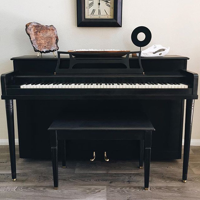 featured-black-piano.jpg