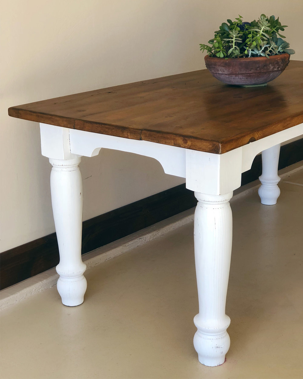 DIY, furniture makeover, farmtable makeover, farmtable DIY, DIY blogger inspo, furniture makeover inspiration, home makeover inspriation, DIY inspo, chalk paint, finishing wax