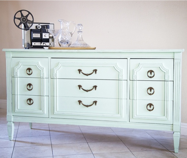 DIY, chalk paint, alternative to pre-mixed chalk paint, DIY chalk paint, before and after project ideas, chalk paint inspiration, painted dresser, mint dresser, mint chalk paint, painted metal, DIY home project, bedroom dresser makeover, painted metal, how to paint metal, clock makeover