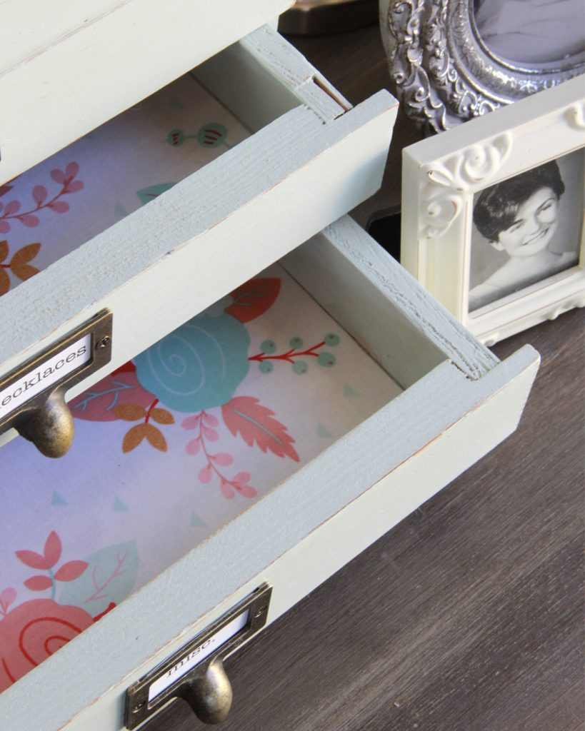 DIY, at home project, jewelry chest makeover, quick DIY, chalk paint, BB Frosch, chalk paint makeover project, chalk paint DIY project, craigslist DIY project, before and after DIY project