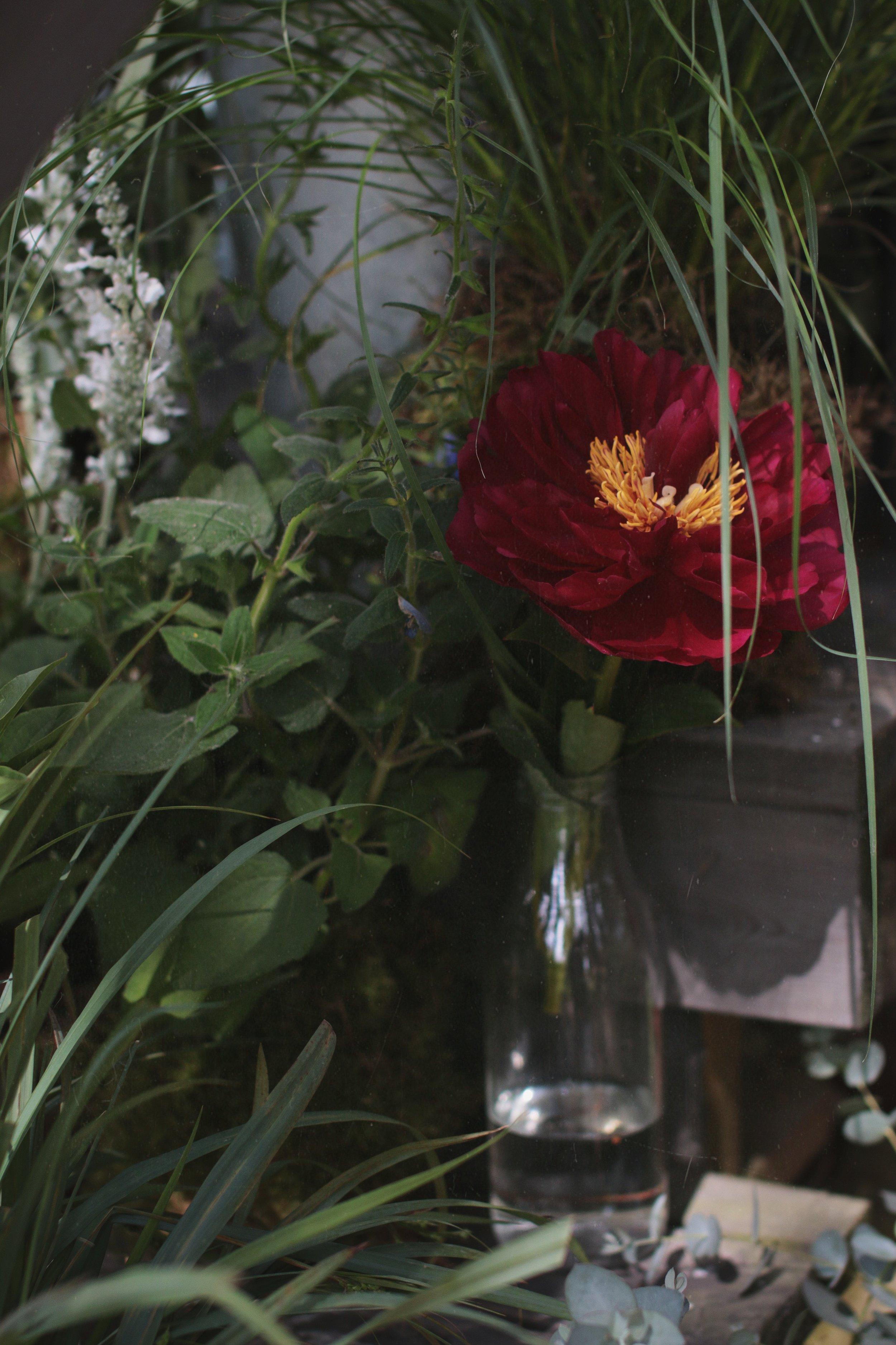 Yksinkertaisen kauniit kukat, puutarhamainen tunnelma, luonnollinen sidonta, kukka-asetelma