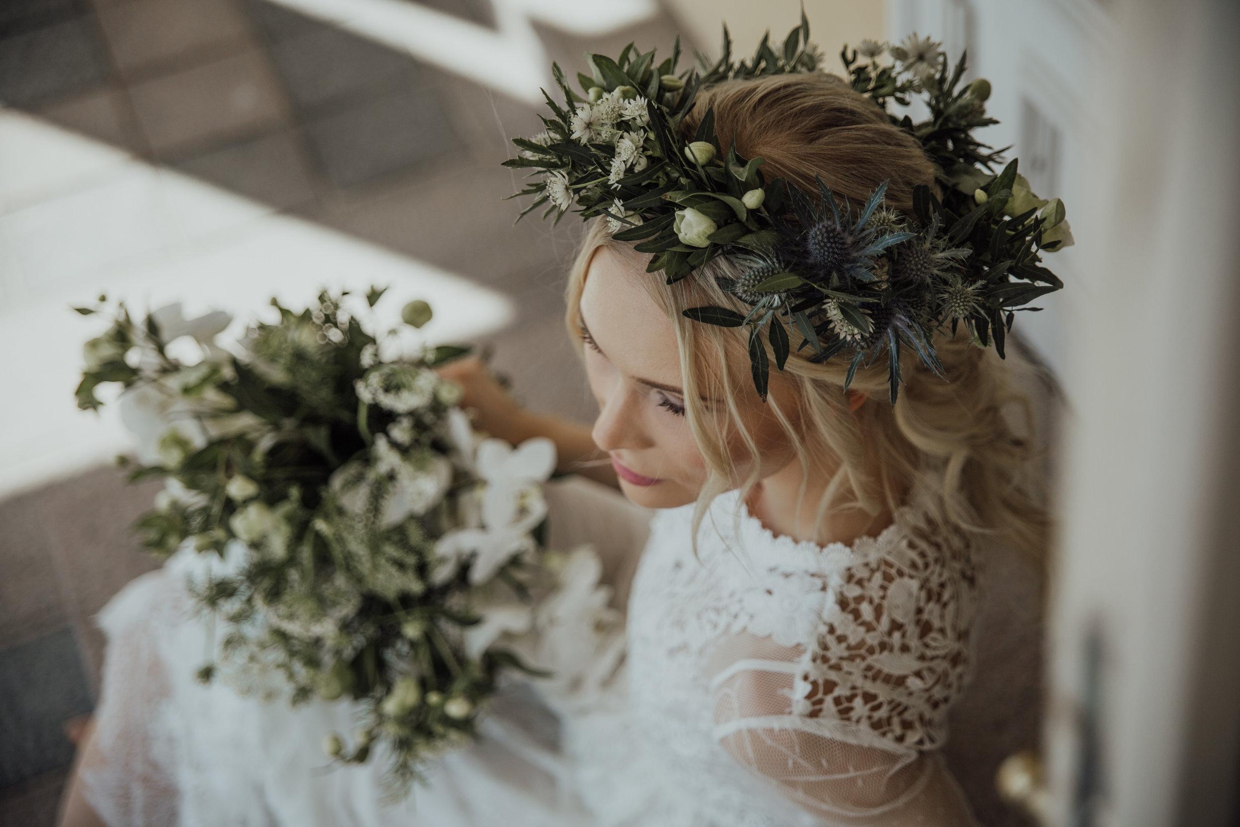 Morsiussidonta, hääkukkia, häät, kukkaseppele, luonnonkukkamainen, bridal flowers, flower crown