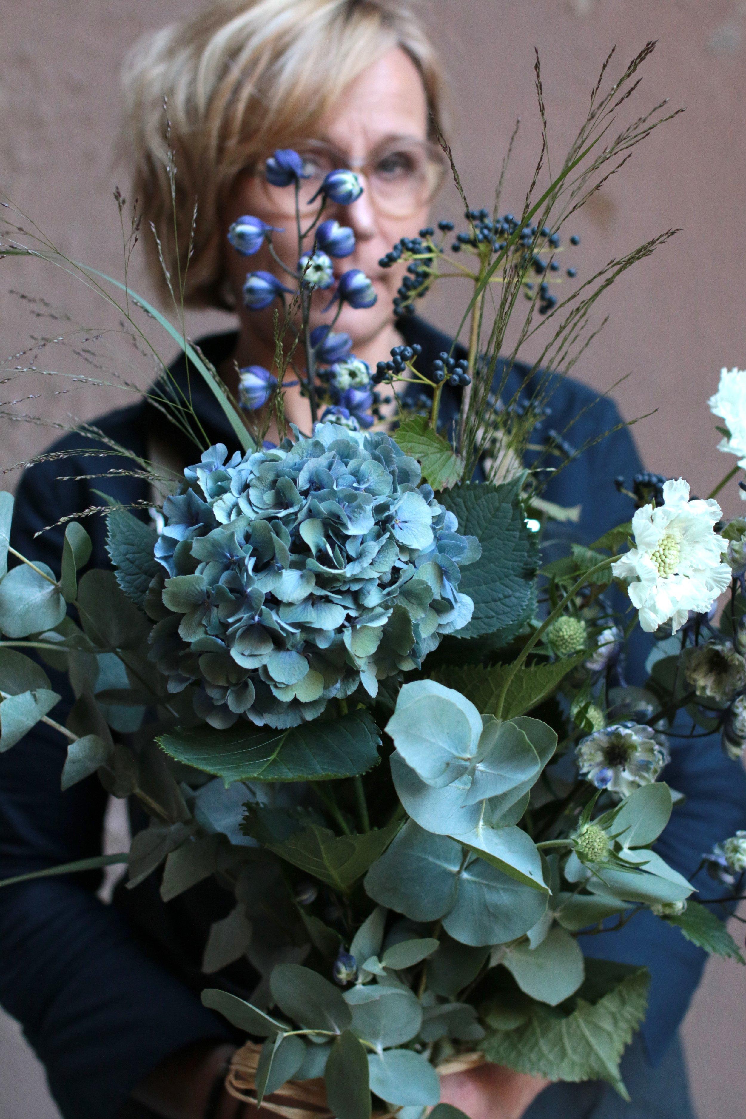 syksyinen kukkakimppu, syyshortensia, monogromosävyt, cut flowers