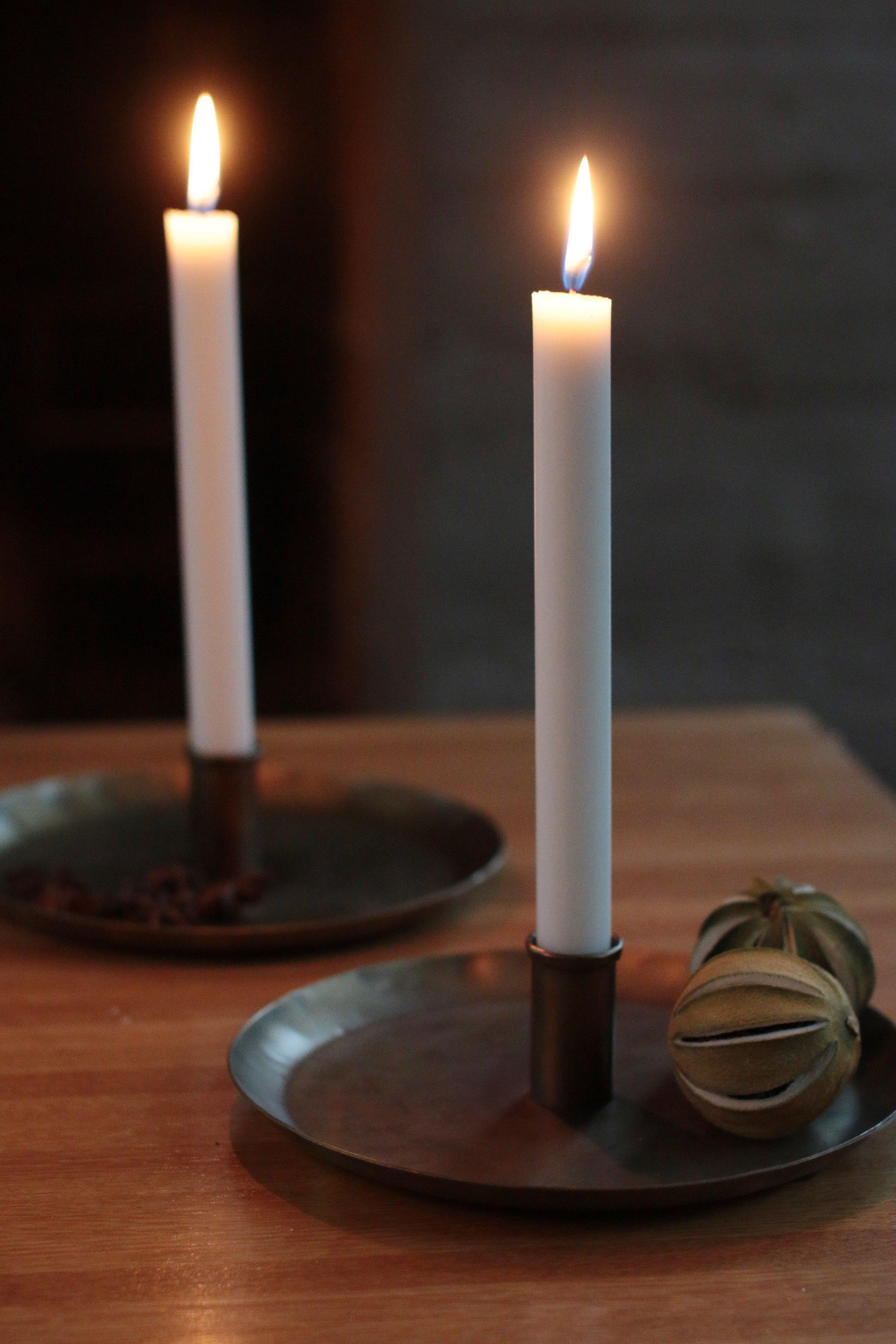 Mesinkiset kynttilänjalat, pöytäkynttilät
