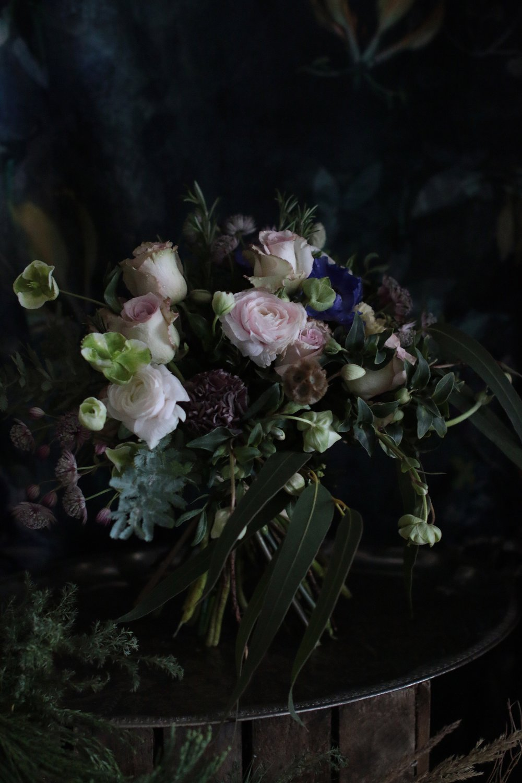 jaloleinikki, anemone ja helleborus jouluruusu, leikkokukat, kukkakimppu, joulukukat