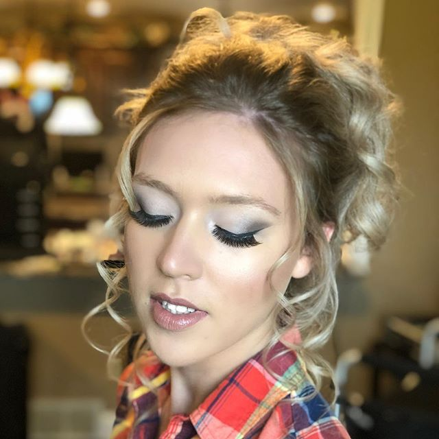 Dreamy pinks and greys with curls😍 Want a flawless look like this?  Visit shannonmichaelstyle.com to purchase #smcosmetics or to book one of our team members fir your event! HMUA: Shannon  #makeup #makeupartist #makeupideas #bridalmakeup #prommakeup #bridesmaids #bridesmaids #bridesmaidhair #bridesmaidmakeup #bride #flawlessmakeup
