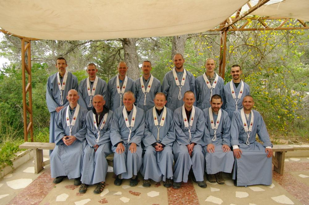Arthapriya with ordinands at Guhyaloka.jpg