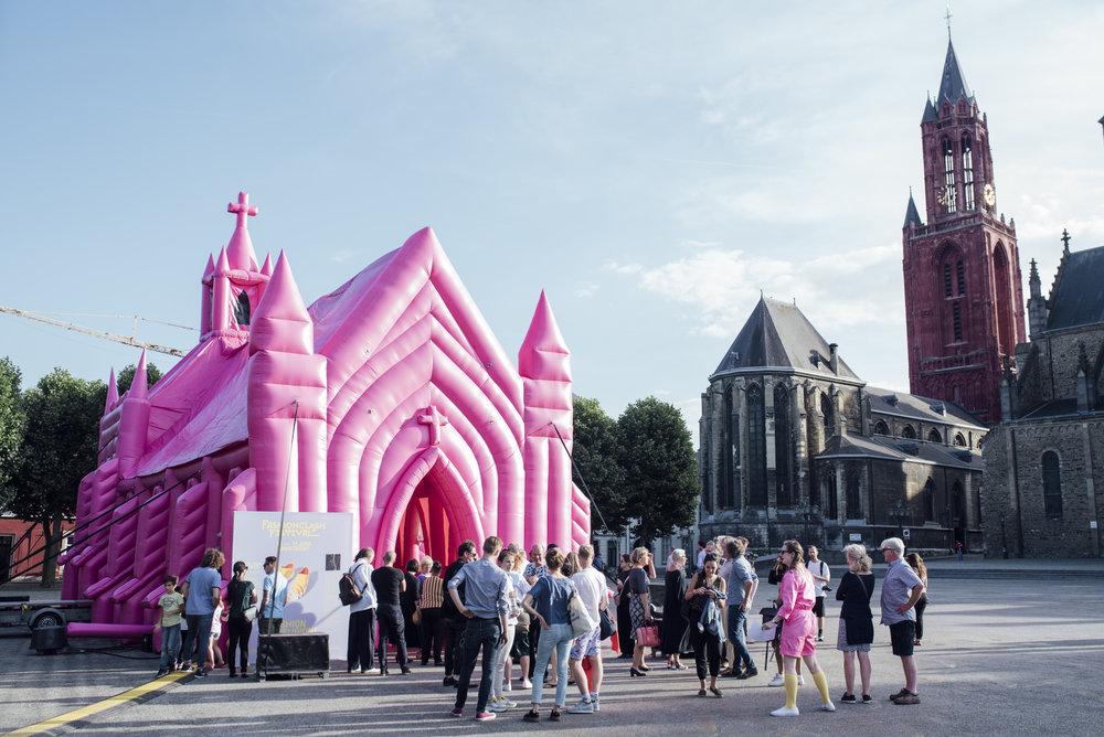The-Pink-Church-by-Waardengedreven_photo-Ginger-Bloemen_1-1.jpg