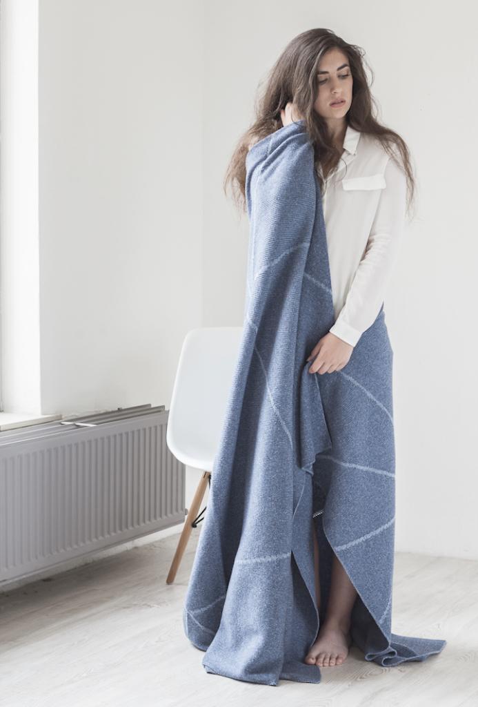 STRIKKS_BlanketFolded_Floortje_Blue.jpg