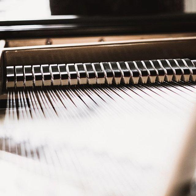 Baby grand = ❤️🎵 #musicstudio #recordingstudio #piano #steinway #nashvillestudio #christianmusic #pcrstudio