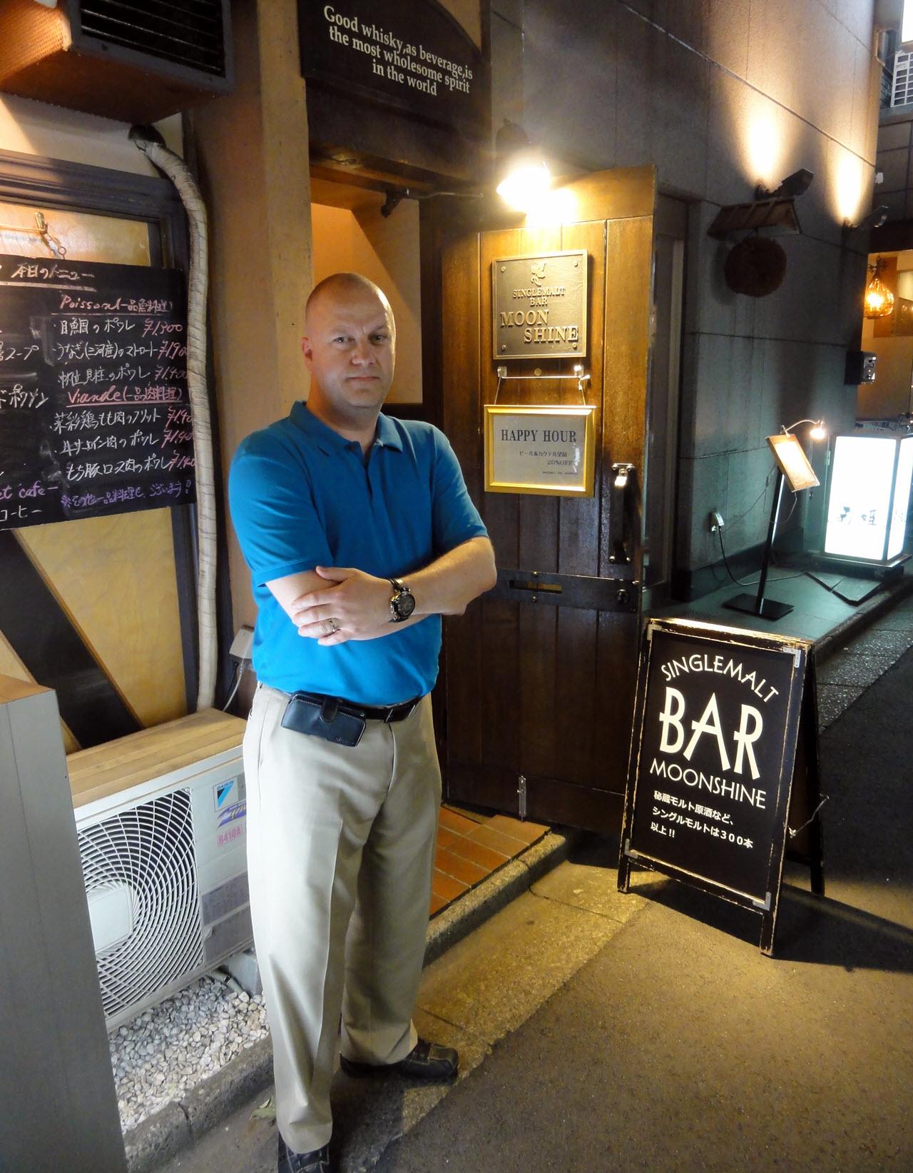 Single Malt Bar Moonshine - outside