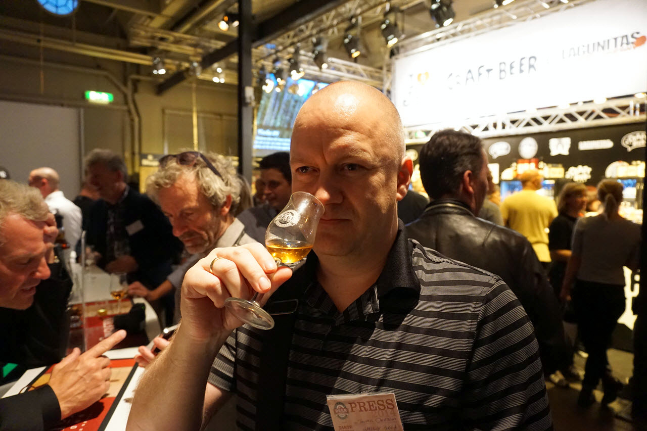Stockholm Beer and Whisky Festival - Whisky Saga in action