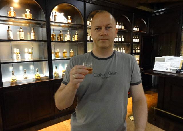 Yoichi Distillery - the bar
