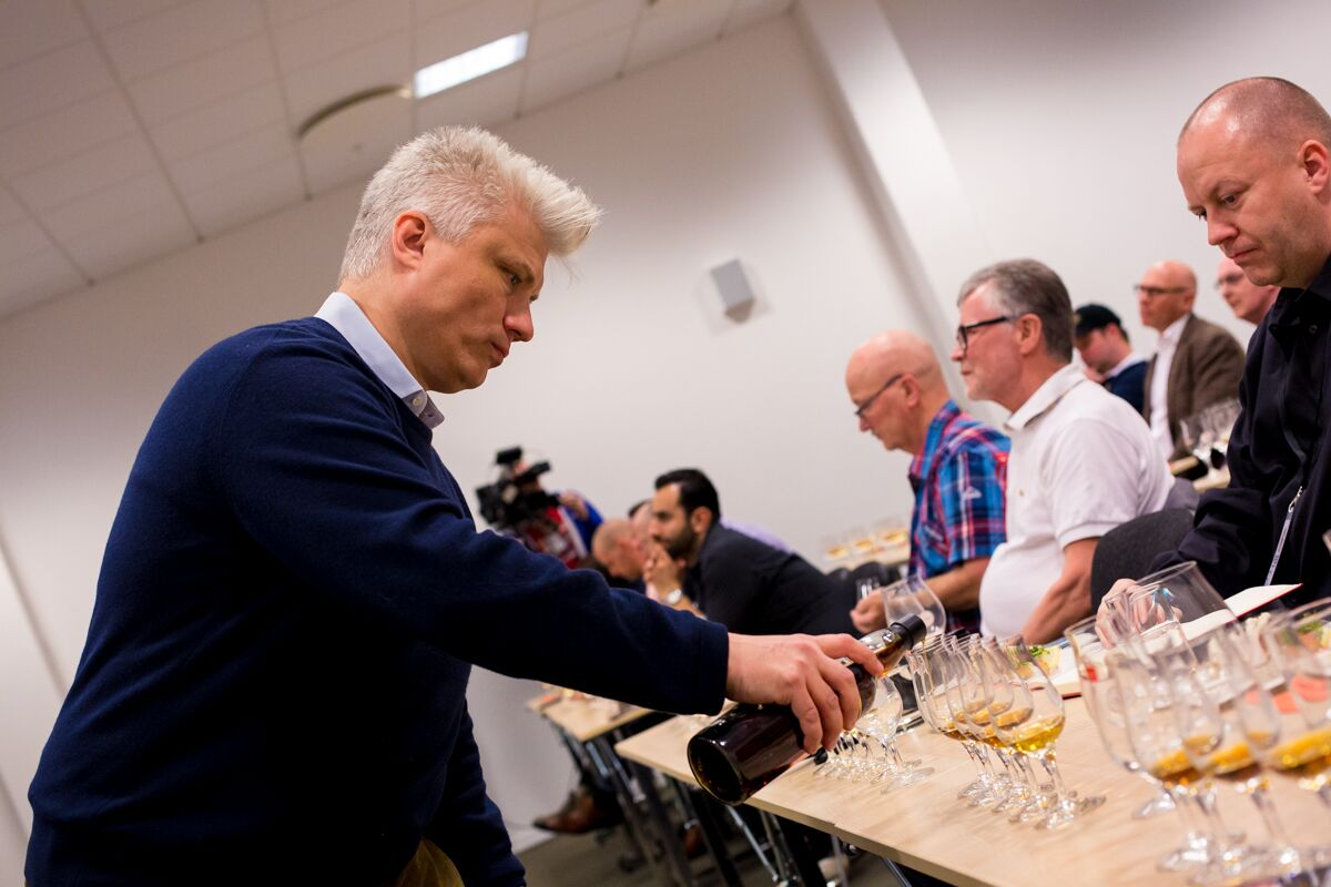 Tasting the world's oldest whisky - pouring