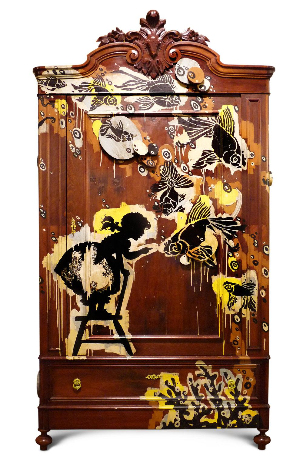 Alice - Roupeiro de madeira pintado à mão, com aplicações em madeira.   Wardrobe wood hand painted applications