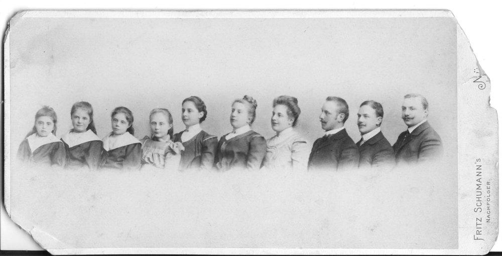 Die zehn Kinder von Pauline Hopf (1853–1922) wuchsen in der Königstraße 41 in Nürnberg auf. Foto: Privatbesitz