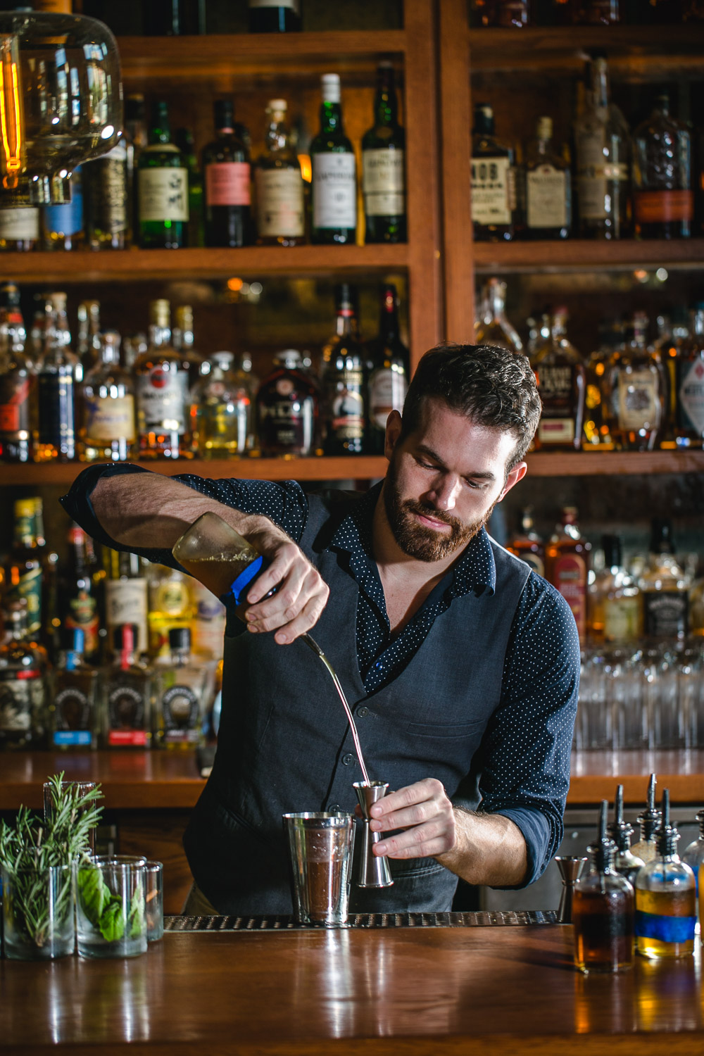 Donetto-Bartender-Erik-Meadows