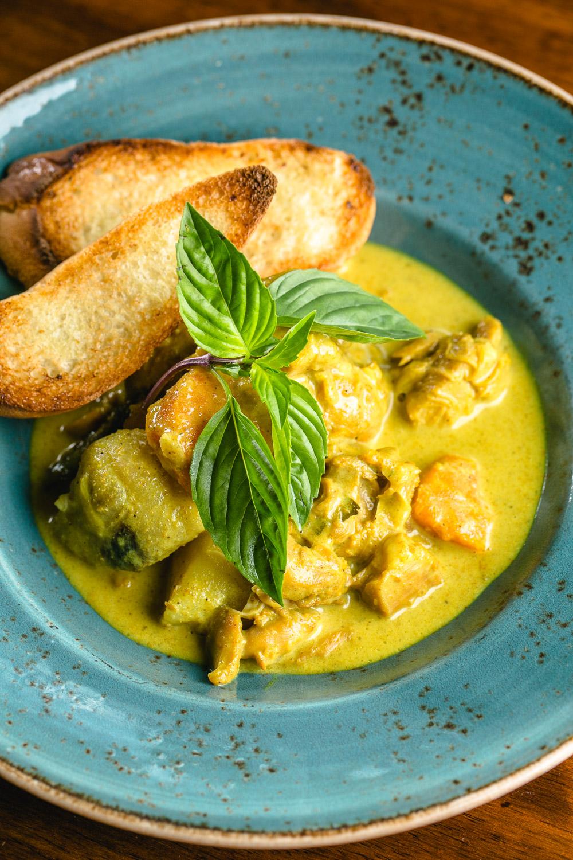 Le-Fat-Curry-Chicken-Erik-Meadows