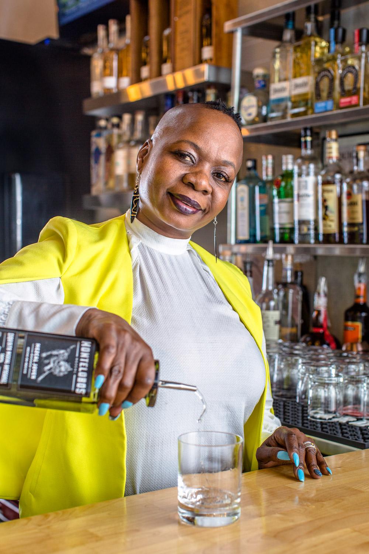 Female-Bartender-Atlanta-Erik-Meadows