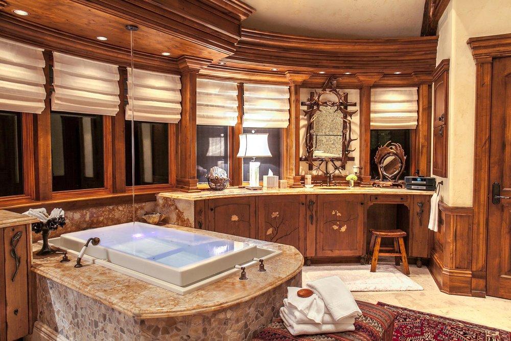 Rockwood-Lodge-Master-Bathroom-Erik-Meadows