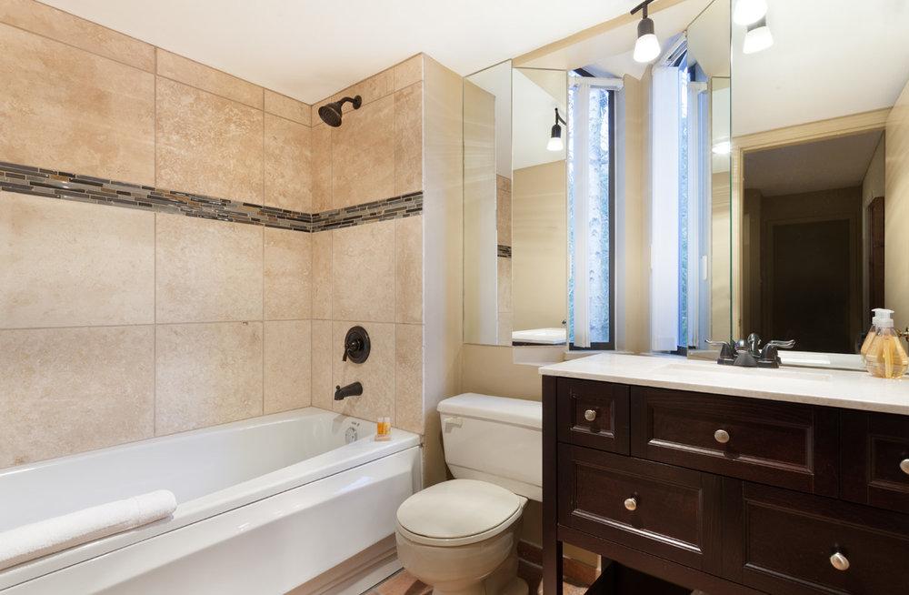 G17-Bath1.jpg