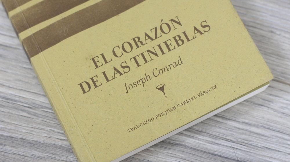 el corazón de las tienieblas - El Corazón de las tinieblas es la mítica novela del escritor Joseph Conrad que narra la travesía de Marlow por el África. ¡Conoce esta obra!