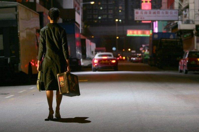 CUANDO FUIMOS HUÉRFANOS - La novela del premio Nobel inglés, nacido en Japón, Kazuo Ishiguro cuenta la historia de Banks, un detective que busca a sus padres en medio de los peligros del Hong Kong durante la guerra del opio.