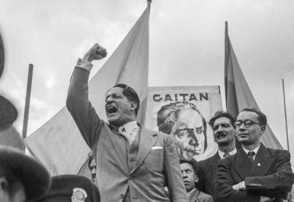 la forma de las ruinas - Juan Gabriel Vásquez, el escritor colombiano aclamado por Vargas Llosa, nos trae esta fascinante novela donde él mismo es protagonista. Historia, intriga y una narrativa limpia y eficaz desbordan en esta novela.