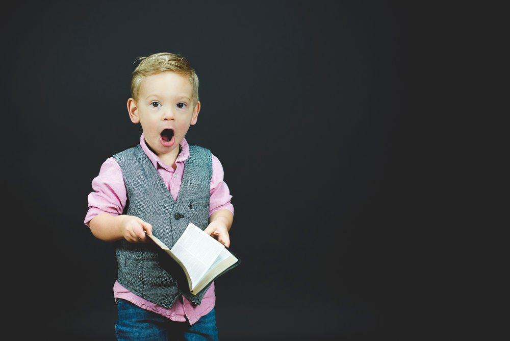 cómo leer un libro y comprenderlo todo - ¿Te has preguntado para qué leemos o cómo leer bien y comprender?Lee este artículo y aprende estrategias efectivas para leer rápido y entender.Foto por Ben White en Unsplash