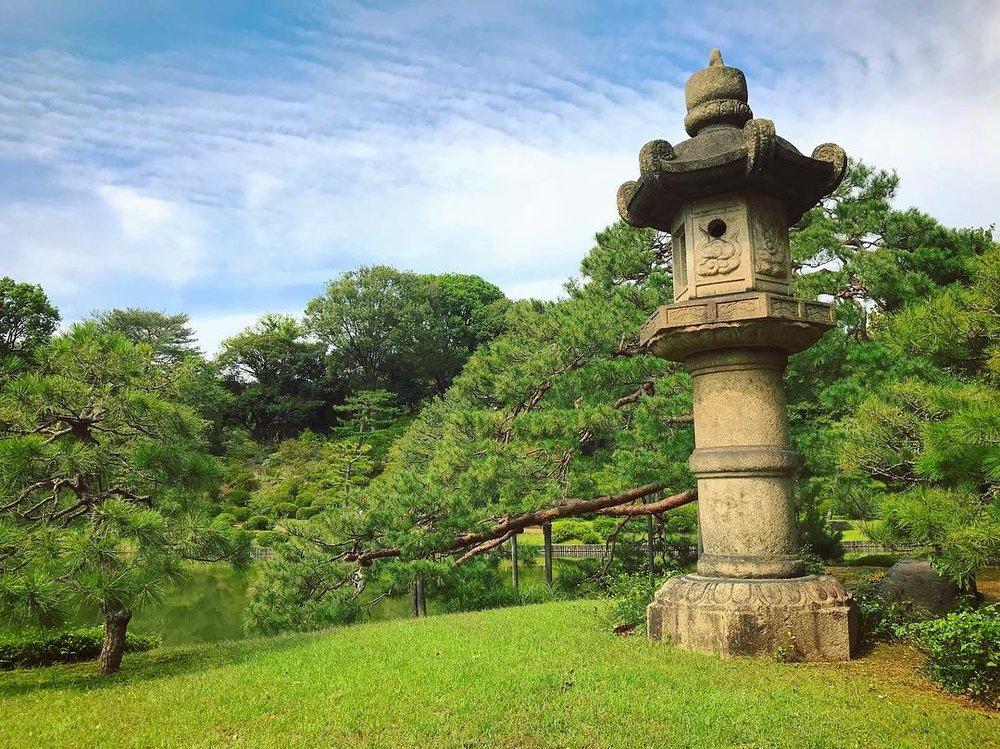 rikugien garden lantern tokyo japan