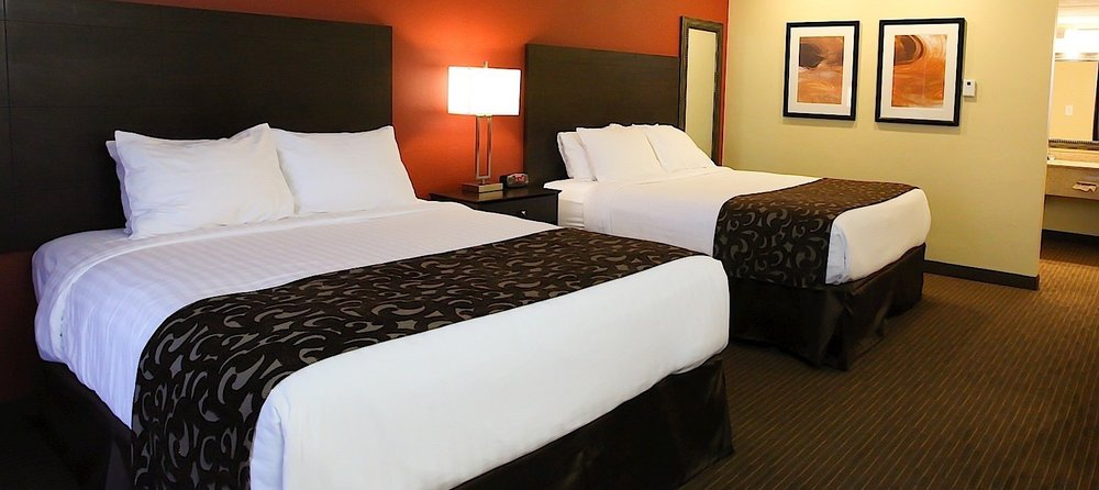 el_rey_inn_suites_deluxe_two_queen_room.jpg