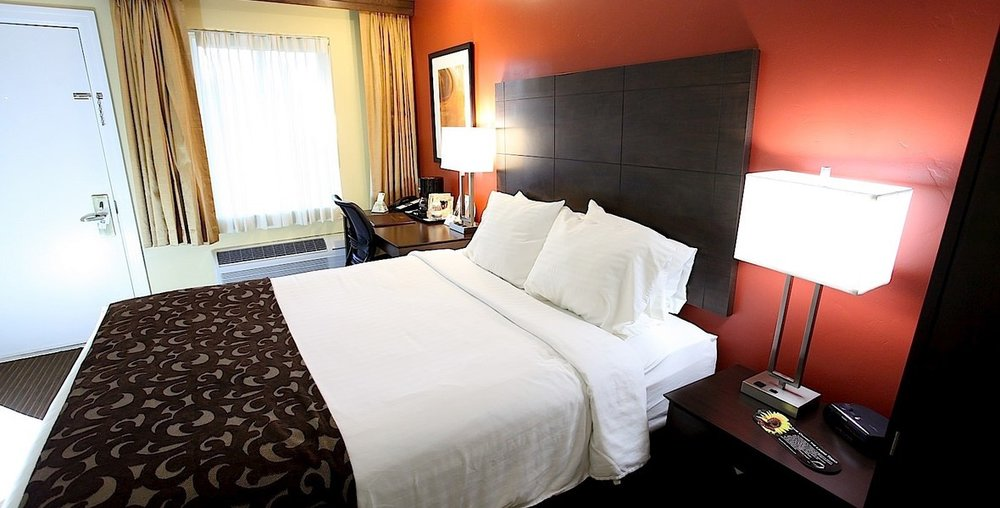el_rey_inn_suites_economy_queen_room.jpg