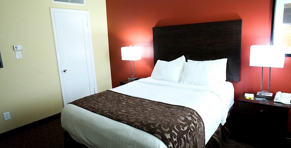 el_rey_inn_suites_economy_queen_room2.jpg