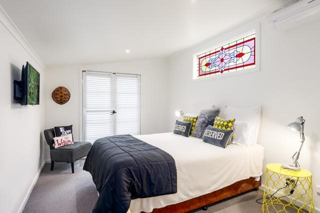 cottage bed.jpeg