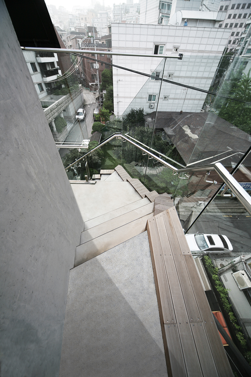 Photo-05-outside-steps.png